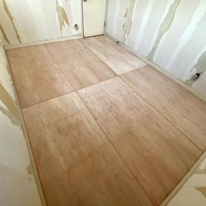 床のベニア貼り