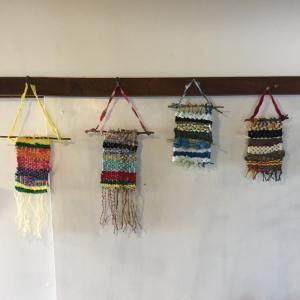 段ボール織り機のワークショップ、終了しました。色とりどりのステキなタペス...