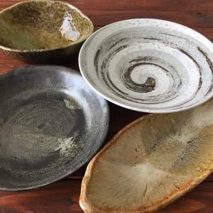 陶器市で集めた個性的な大皿たち
