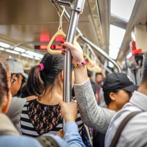 満員電車ってどんな状態?鉄道車両の定員と乗車率の計算方法