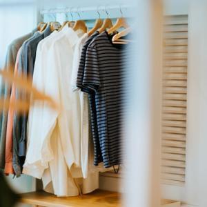 【服の最適化】服の布の肌触りがストレスになることも…快適な服選びを考える