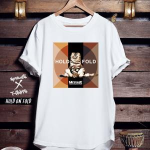 レトロねこTシャツ「HOLD ON FOLD」