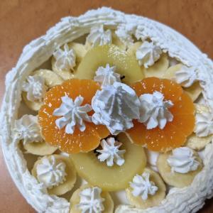 昭和のフルーツパフェ早く食べたい。