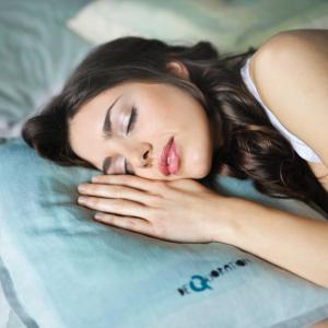 睡眠の質を上げるアプリと音楽【30分以内で寝れる、テレビでも紹介】