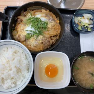 吉野家で月見牛とじ御膳(牛肉たっぷり&卵を3つも利用)