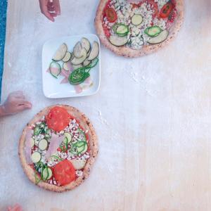 庭でピザパーティー