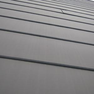 金属屋根にこそ、防水シートが必要だとわかる写真