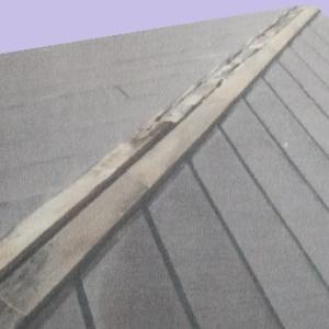 棟板金の下で腐っていた貫板