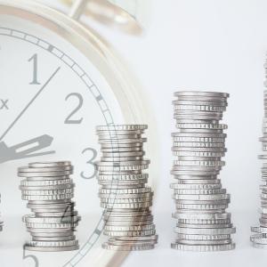 投資信託を買うか、ETFを買うか