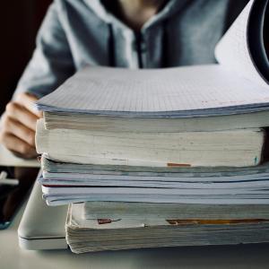 """「いつ勉強すれば…」多忙な社会人は""""スキマ時間""""を有効活用!"""