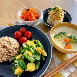 納豆トーストと、野菜もりもりランチ