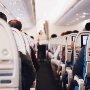 飛行機が苦手な旅人が機中で過ごす方法