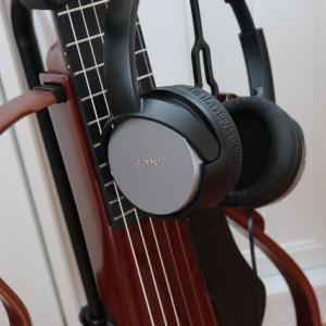 サイレントギターとヘッドホン