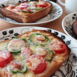 ピザトーストの朝ごはん
