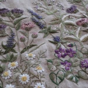 「野の花の刺繍」完成