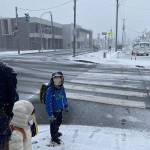 雪が降るなか 初登校!