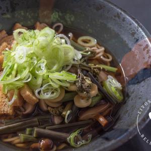出汁の旨味で味わう♪山菜そばのレシピ・作り方