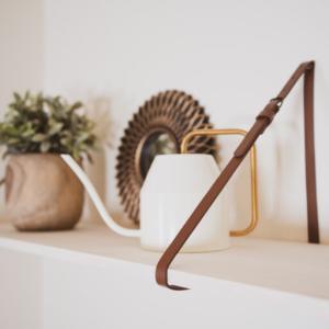 【百均DIY】ベルトでオシャレなウォールシェルフを作る方法。壁掛け棚作り。ダイソー
