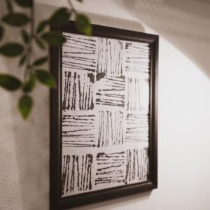 絵が下手でもオシャレなアートを自作する方法!100均DIYウォールアートをインテリア壁に飾る