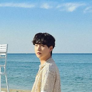 BTS シュガ スマホ待受画面サイズの「PTD スペシャルフォト」が公開
