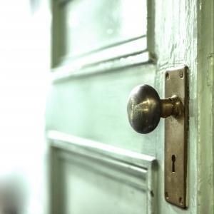 ドアのレバーハンドルの交換方法!女性でもできる!かんたんDIY