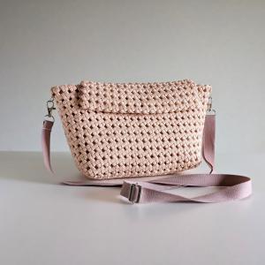 石畳編みのショルダーかごバッグ(薄ピンク)の紹介【ハンドメイド販売中】