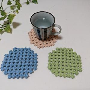 石畳編みの丸型コースター、パステルカラーでハンドメイドしました