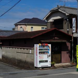 昭和のスクーターで昭和めしを食べる