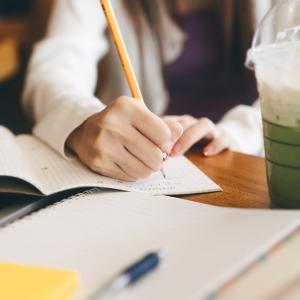 コロナ禍で勉強場所を探している受験生必見!!カフェで勉強するのがオススメな理由についてわかりやすく説明してみた