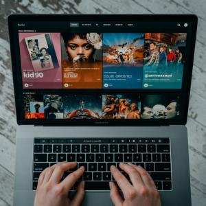 海外 amazonプライム視聴
