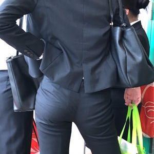 【画像】エッロいエッロいスーツ着てる新入社員の女の子wwwwywwwwywwwwywwwwywwwwy