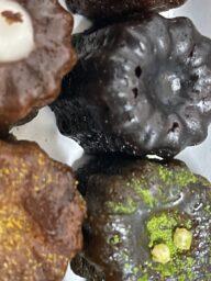 【甘党驚愕】激うま洋菓子カヌレを食べてみた【大人気お土産レビューシリーズ】