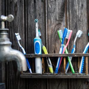 【おしゃれな人は持っている】コンビニに売ってためっちゃカッコいい携帯歯ブラシ買ってみた【史上空前のおすすめ】