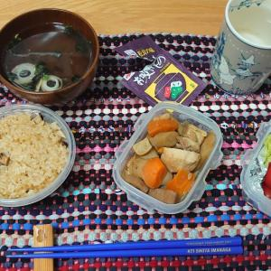 母から松茸ご飯とおかずを貰った。