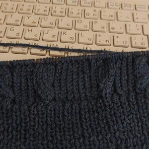 真夏の編み物