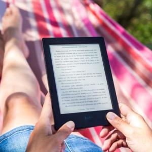 【レビュー】キンドルペーパーホワイトとは?最高の読書環境が実現