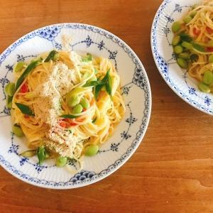 夏野菜でワンポット!レモンとショウガでさわやかに「ホットクックで作る枝豆とトマトのレモンジンジャーパスタ」