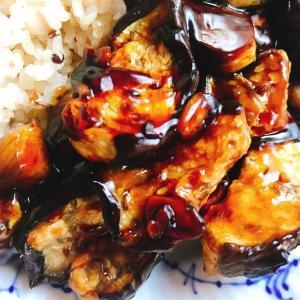 副菜にも!和食にも中華にも洋食にもあう!ナスのみで一品「ヘルシオで作るなすとニンニクこんがり炒め」