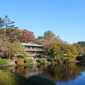 スタバもオープン 手入れされた美観 新宿御苑(ぎょえん)はファミリーやカップルに人気の癒しの公園です