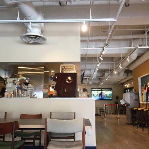 池袋サンシャインシティー アルパ内の広〜いカフェ GLOCAL CAFE