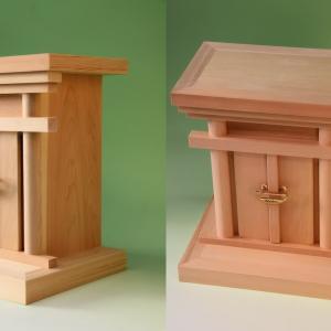 御霊舎の基本は総桧製、海老錠付き 近年ではコストダウンのために・・・