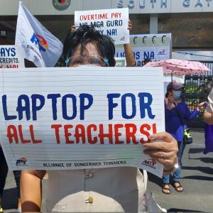オンライン授業が続くフィリピンの学校と先生たちが置かれた環境