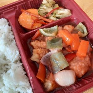 フィリピンのファミマで買える酢豚ならぬ酢魚弁当