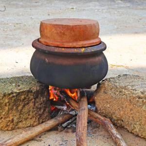 シャーマンによる地鎮の儀式 in スリランカ