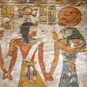 神々と人間が手をつなぐ図:エジプト各地の神殿