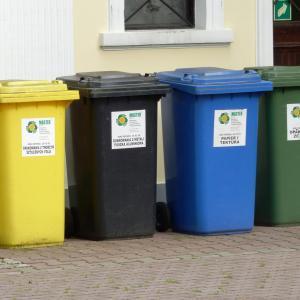 出社前、物件に立ち寄りゴミ捨てを行う