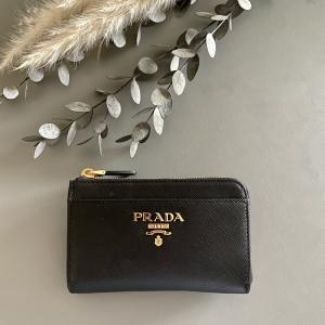 【PRADA プラダ】究極に荷物を少なくしたい人にオススメ 1つで三役 コイン&カード&キーケース