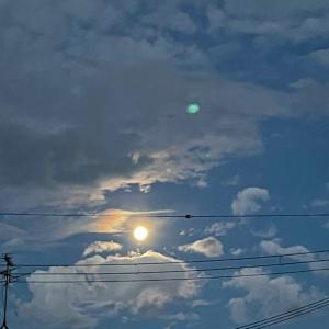お月さまはお月さまです。