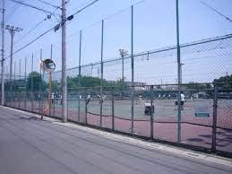 不便なテニスコート:多面なのに出入口1ヵ所て💦