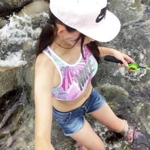 海で泳ぎ釣り!見ながら釣りをするのは楽しそう。
